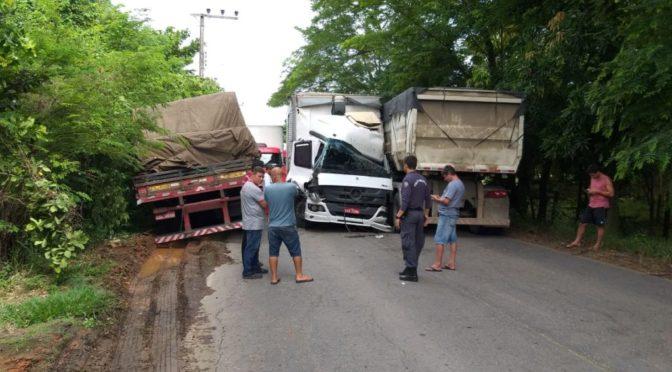 Acidente Envolvendo 3 Caminhões Deixa Pelo Menos Uma Pessoa Ferida Em Bom Jesus