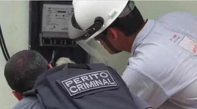 ENEL FLAGRA O FAMOSO GATO NO RELÓGIO DE TRES ESTABELECIMENTOS EM ITAPERUNA