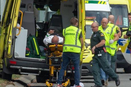 ATAQUE A TIROS DEIXA MAIS DE 40 MORTOS NA NOVA ZELÂNDIA