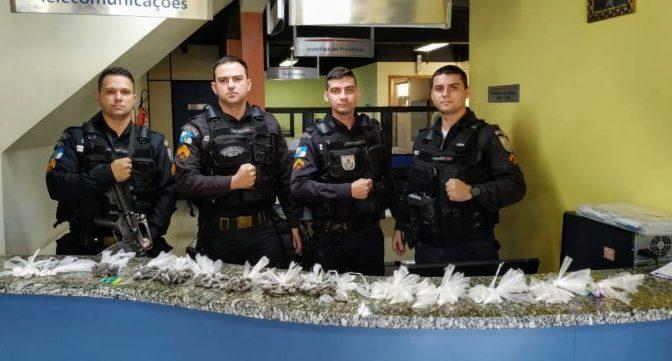 POLÍCIA APREENDE GRANDE QUANTIDADE DE DROGAS NA CASA DE INTEGRANTE DE FACÇÃO EM PORCIUNCULA