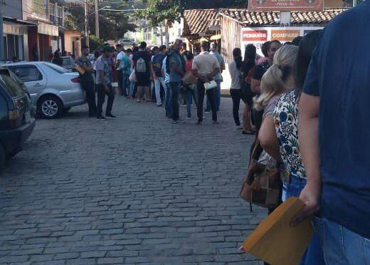 4 MIL CURRICULOS FORAM ENTREGUES NO MERCADO FLUMINENSE EM PADUA