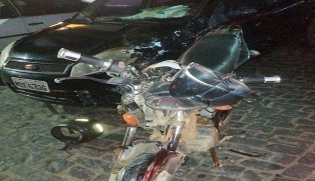 ACIDENTE ENTRE MOTO E CARRO DEIXA UMA PESSOA MORTA EM APERIBÉ