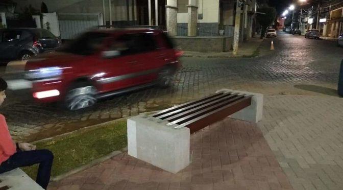 PRAÇA DO BAIRRO SÃO FÉLIX EM PÁDUA CAUSA TRANSTORNOS MESMO SEM SER INAUGURADA