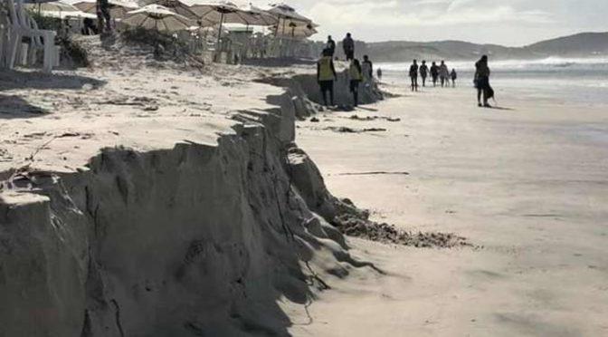 Preferidas dos mineiros, praias de Cabo Frio e Guarapari são engolidas por ressaca