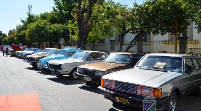 Secretaria de Turismo, Esporte e Lazer promove 5º Encontro de Autos Antigos