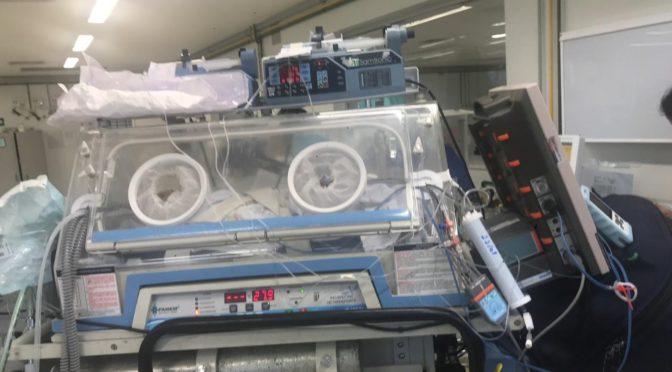 HELICÓPTERO  DOS BOMBEIROS INTERROMPE JOGO DE FUTEBOL PARA SOCORRER BEBÊ COM PROBLEMA CARDÍACO