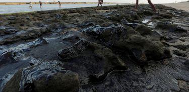 RJ divulga plano de emergência para aparecimento de óleo em praias