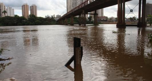 NÍVEL DO RIO PARAÍBA EM CAMPOS AUMENTA NAS ULTIMAS 24 HORAS MAS NÃO OFERECE RISCOS A MORADORES