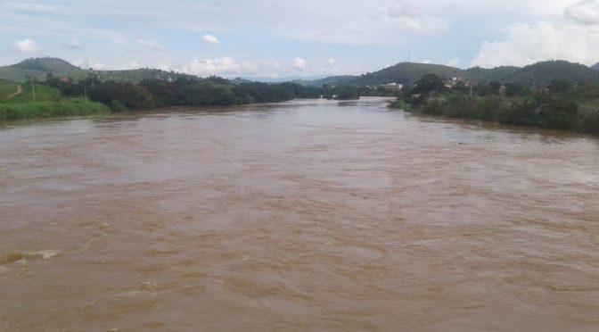 Em Paraoquena Rio Pomba chega a nível de transbordo, mais começa a baixar