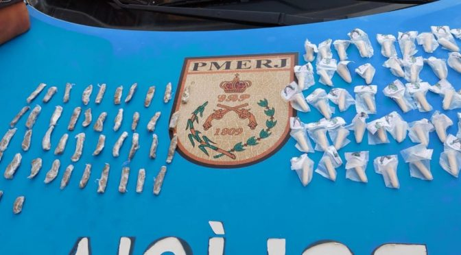 Polícia Militar apreende 45 pinos de cocaína e mais de 40 mariolas de maconha no bairro Cidade Nova em Pádua